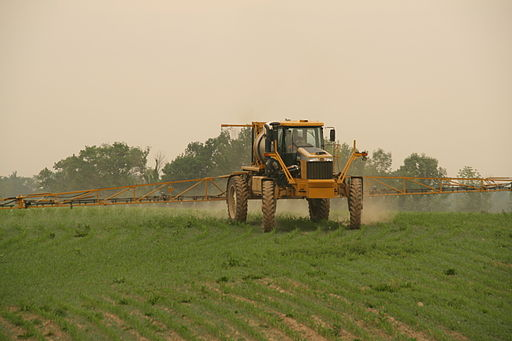 512px-1264_Rogator_Spraying_Corn
